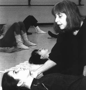 Elaine Summers teaching - Photo by Paula Court